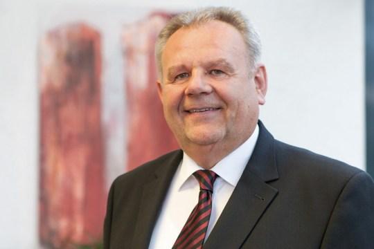"B&R의 Managing Director인 Hans Wimmer씨는 ""우리는 R&D 인프라를 확장하고 생산 능력을 향상시키기 위해 많은 투자를 할 것입니다"" 라고 말했다."