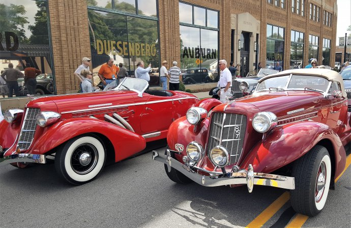 Hoosier_Tour_Red_car-Decalb-County-Visitors-Bureau-690x450