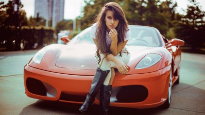 girls-and-cars-wallpaper-hd-2560x1440-219060