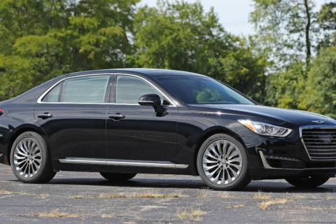 2018 Genesis G90 Pure Luxury Driving