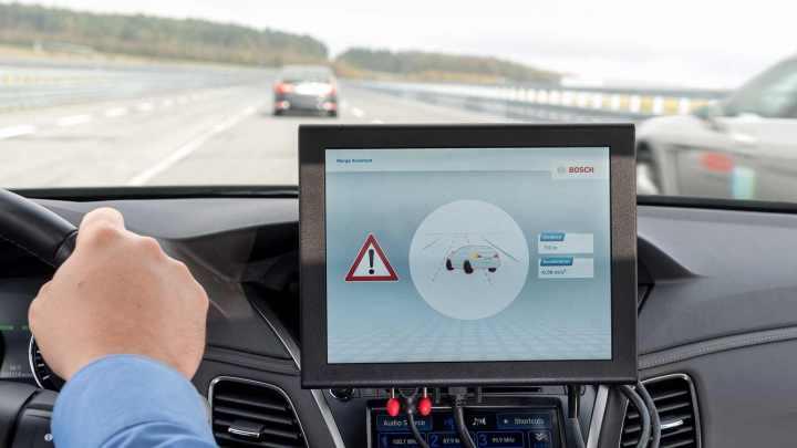 #Cellular-V2X la tecnologia che consentirà alle auto intelligenti di comunicare tra loro.