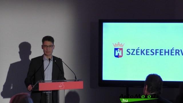 Vodafone Szekesfehervar okosvaros SmartParking Nissan Leaf AutoMotorTv 03
