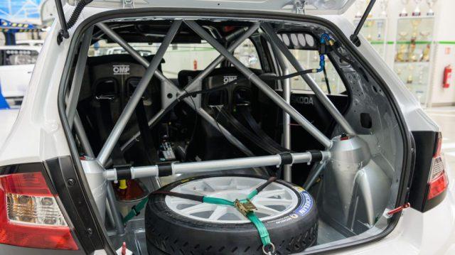 skoda-motorsport-10-veci-bez-kterych-se-zavodnik-neobejde-ochranny-ram
