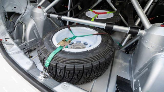 skoda-motorsport-10-veci-bez-kterych-se-zavodnik-neobejde-rezervni-kolo
