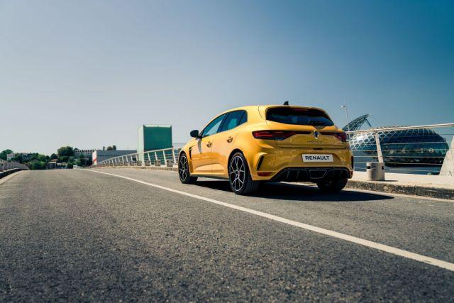 2021-Renault_Megane_RS-3