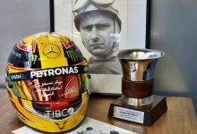 Photo of Lewis Hamilton y Juan Manuel Fangio, unidos por Mercedes