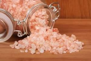 Benefícios do sal rosa do himalaia, composição e como usar em receitas