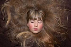 A melhor vitamina para queda de cabelo e fortalecimento dos fios