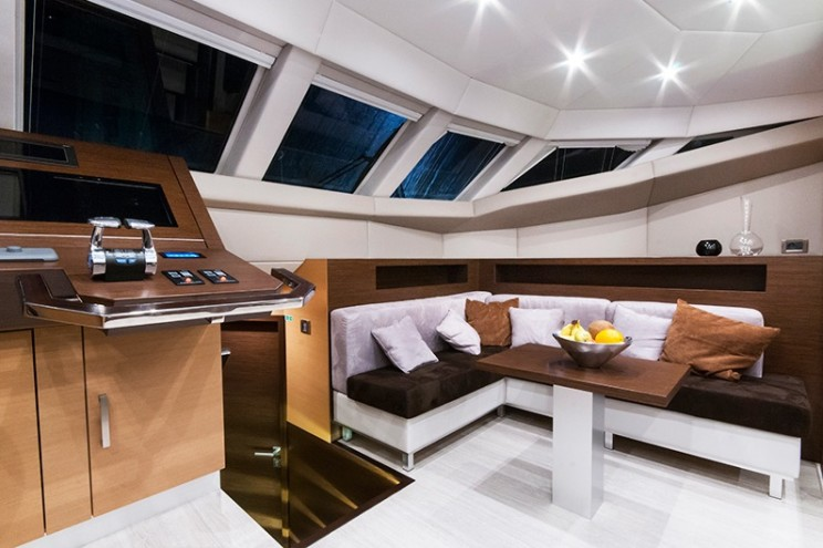 Sunreef_60_motor_Avel_Yachting_16-744x495