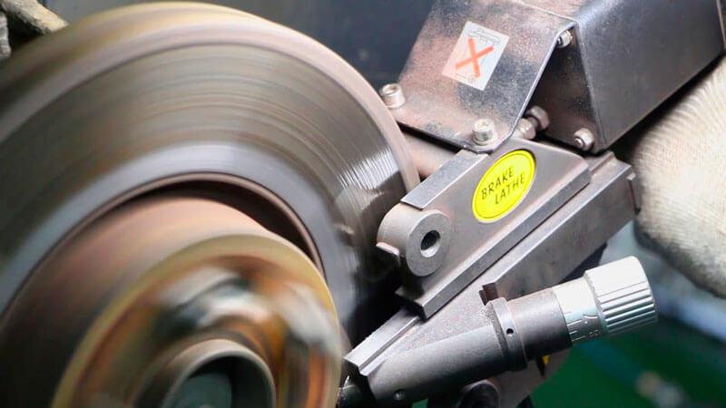 как проточить тормозной диск своими руками