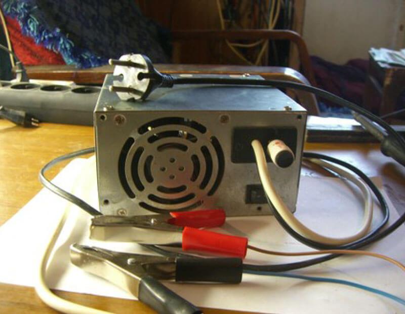 схема простого зарядного устройства для автомобильного аккумулятора