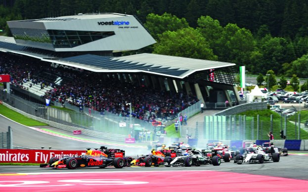 SPIELBERG,AUSTRIA,03.JUL.16 - MOTORSPORTS, FORMULA 1 - Grand Prix of Austria, Red Bull Ring. Image shows the start // GEPA Pictures/Red Bull Content Pool // P-20160703-01552 // Usage for editorial use only // Please go to www.redbullcontentpool.com for further information. //
