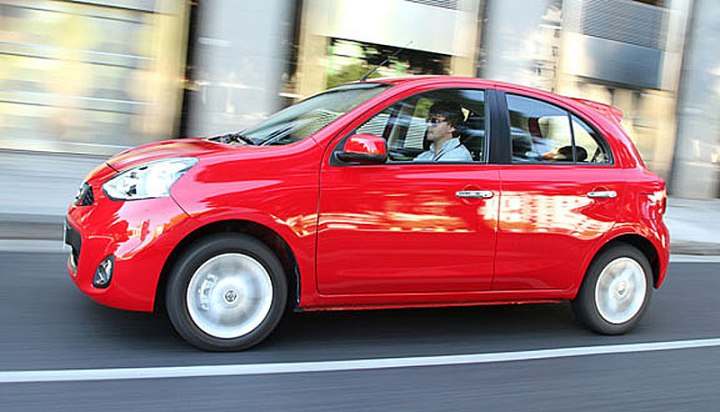 nissan march automatico lateral