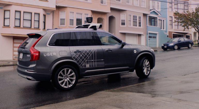 Uber nastavlja sa samovozećim programom