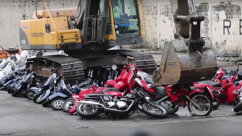 Video: Uništena 122 motocikla