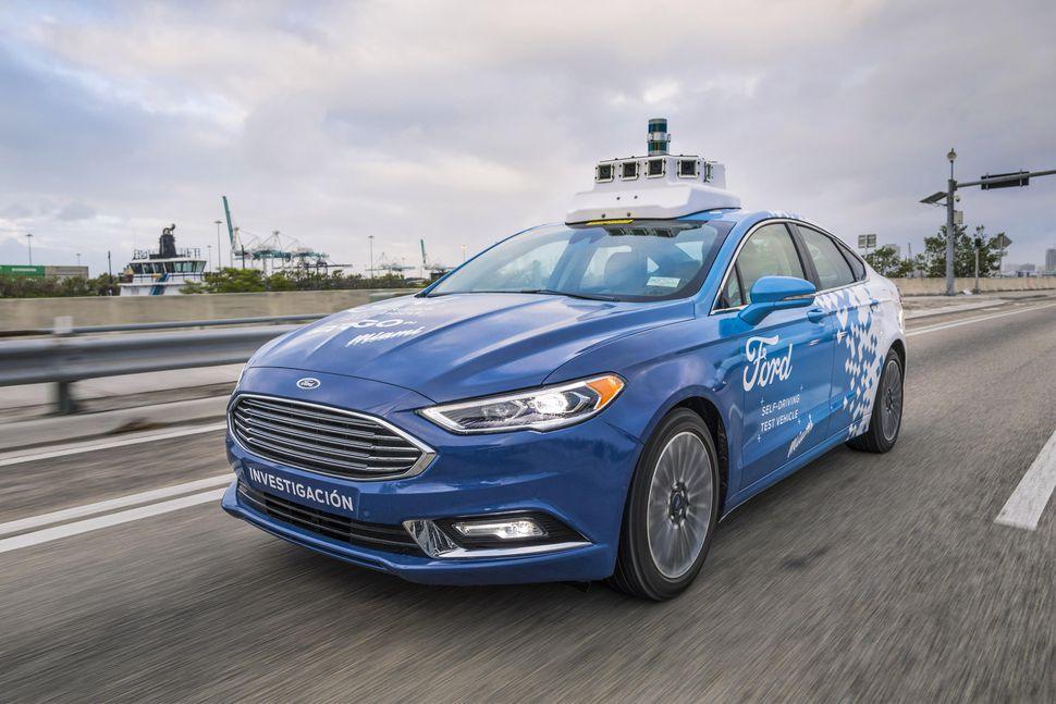 Ford patentirao upravljanje automobilom putem mobitela
