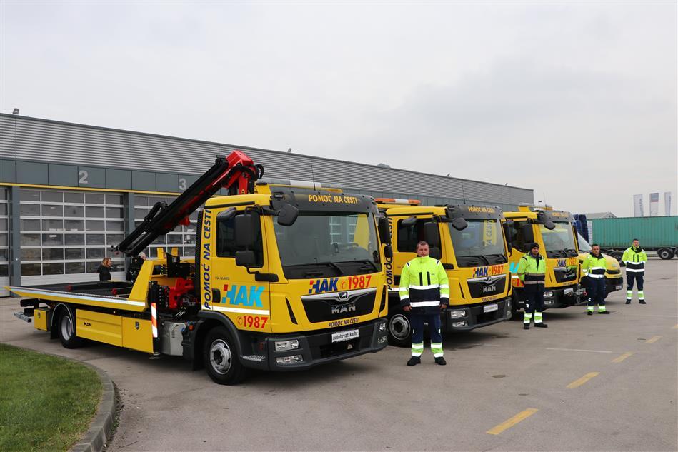 HAK predstavio nova četiri kamiona za pomoć na cesti