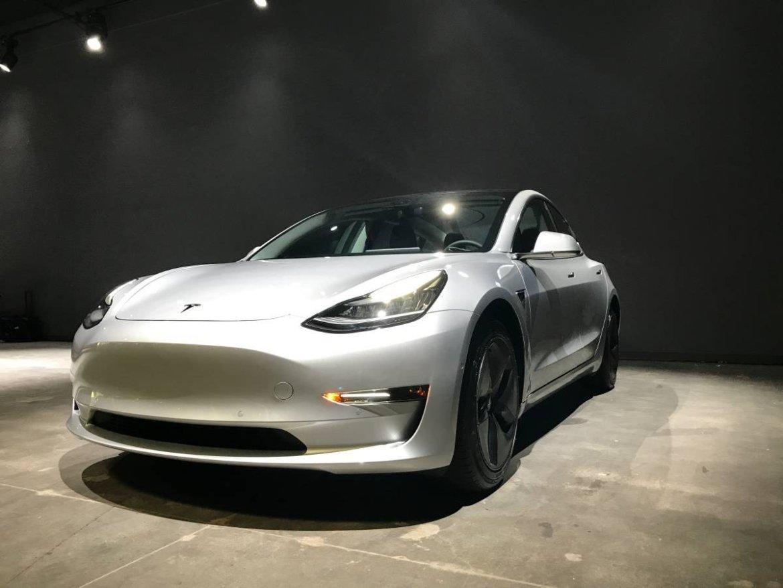 Tesla Model 3 stigao u Europu, isporuke kreću u veljači