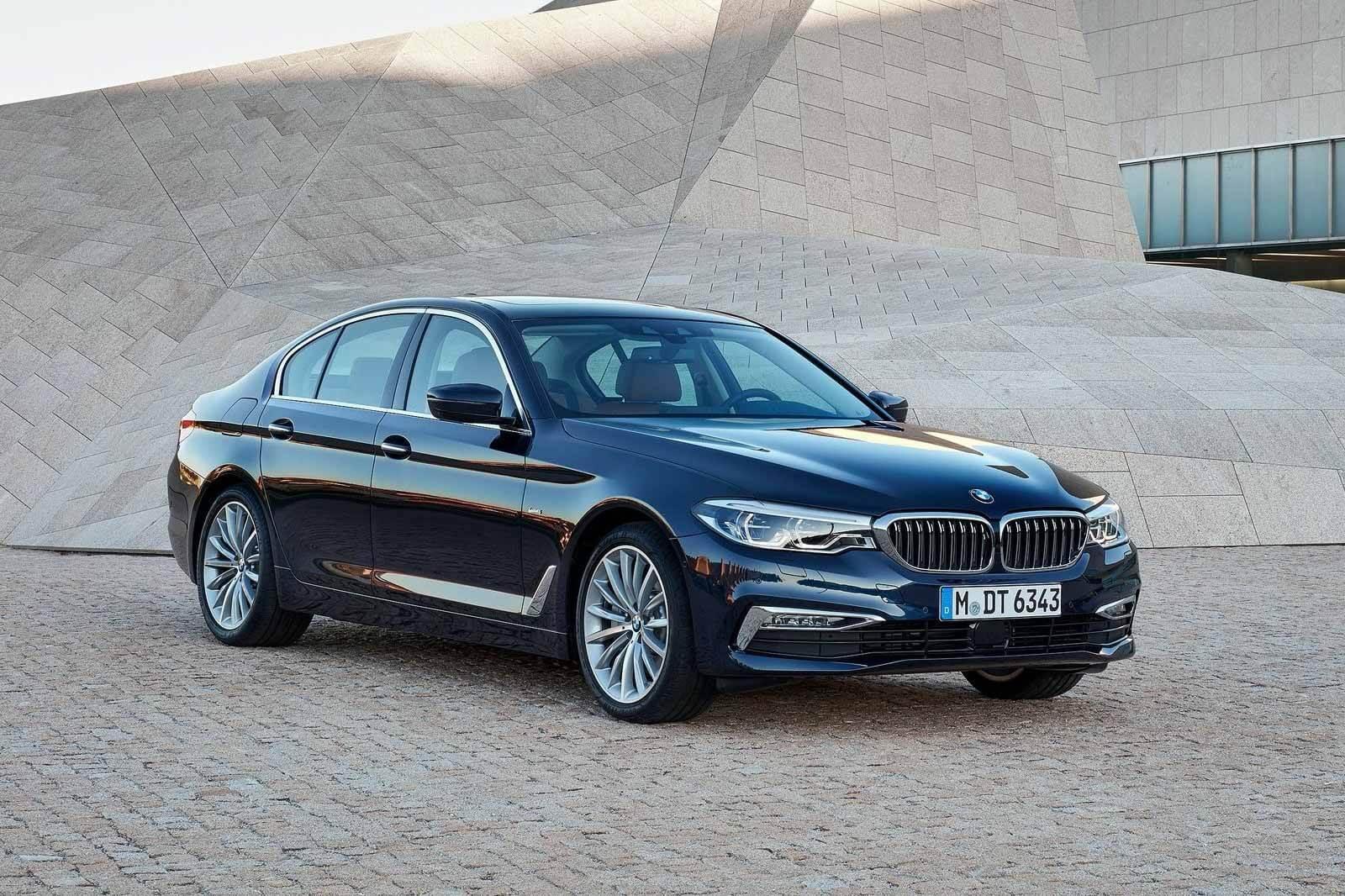 Разорванные «шторы»: BMW напоминает седаны 5 и 7 серий в России