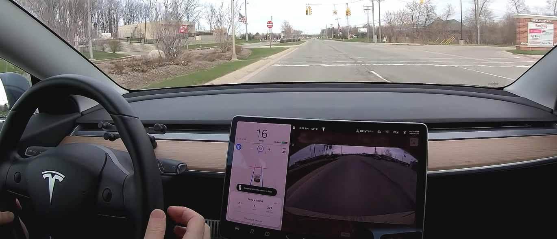 Тесла убирает зеленый свет автопилота в шаге к полному самостоятельному вождению в городе