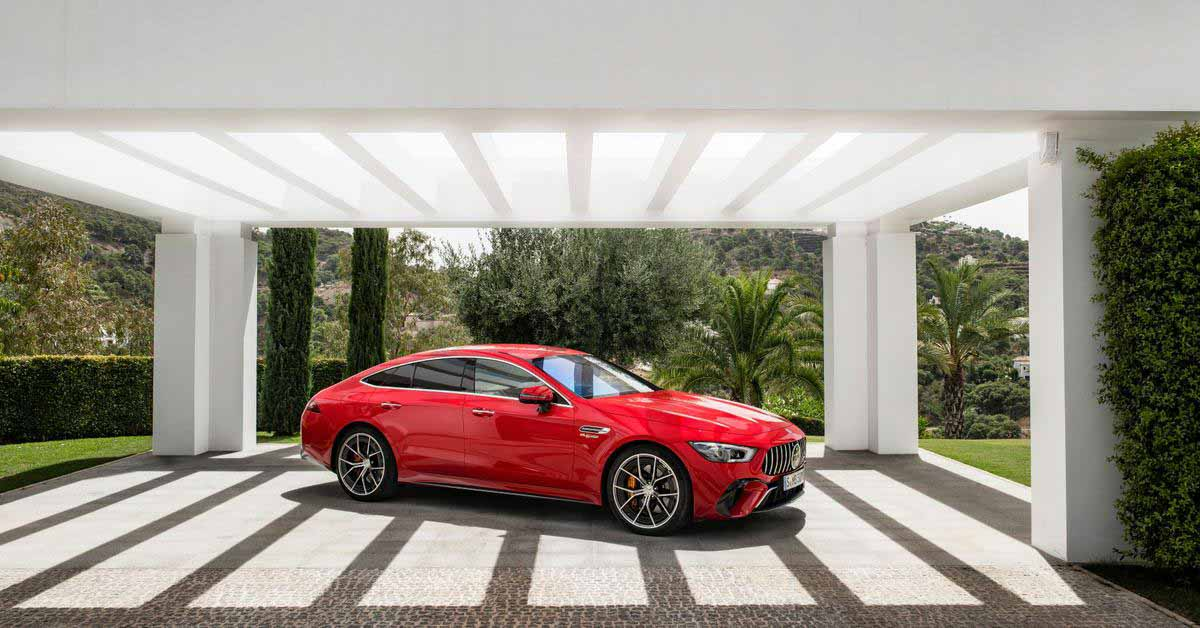 Самый мощный из представленных Mercedes-AMG.  А это гибридный лифтбэк
