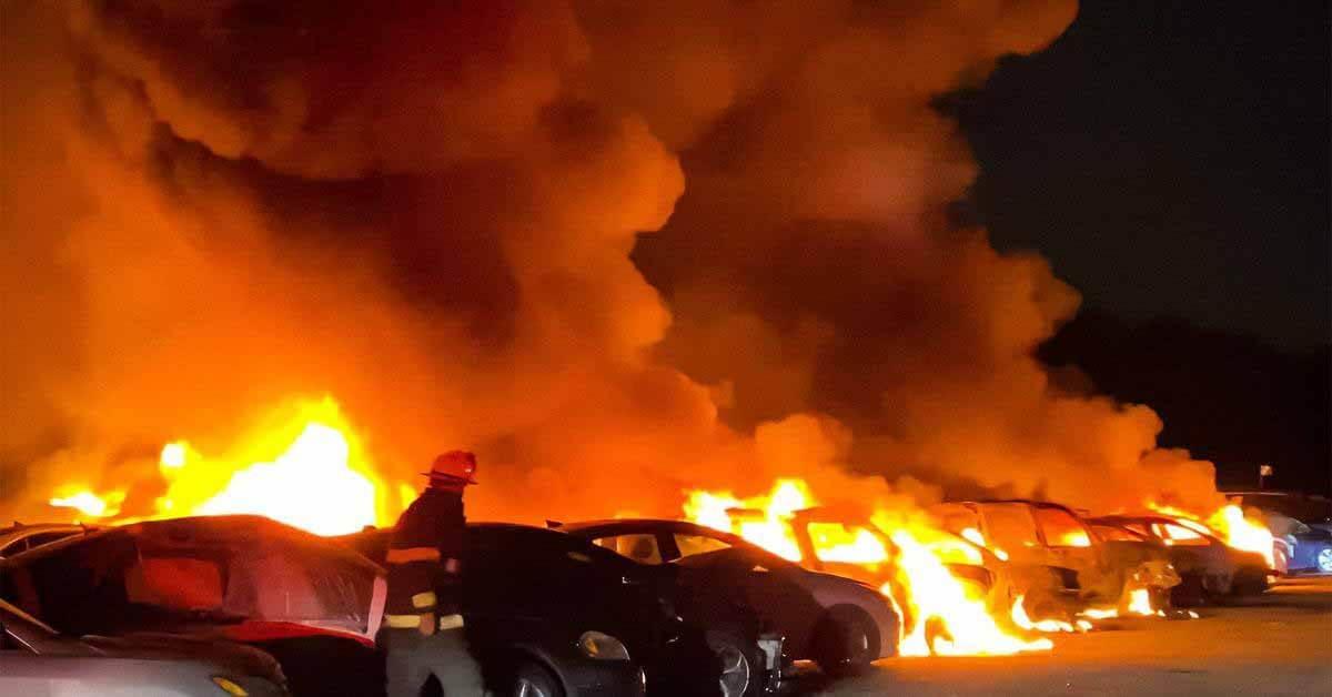 40 подержанных автомобилей сожгли дотла молнией - Motor