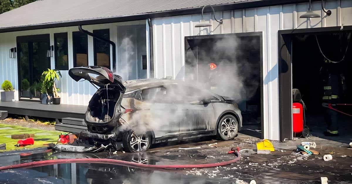 Владельцам пожароопасных автомобилей Chevrolet рекомендуется припарковаться подальше от других автомобилей.