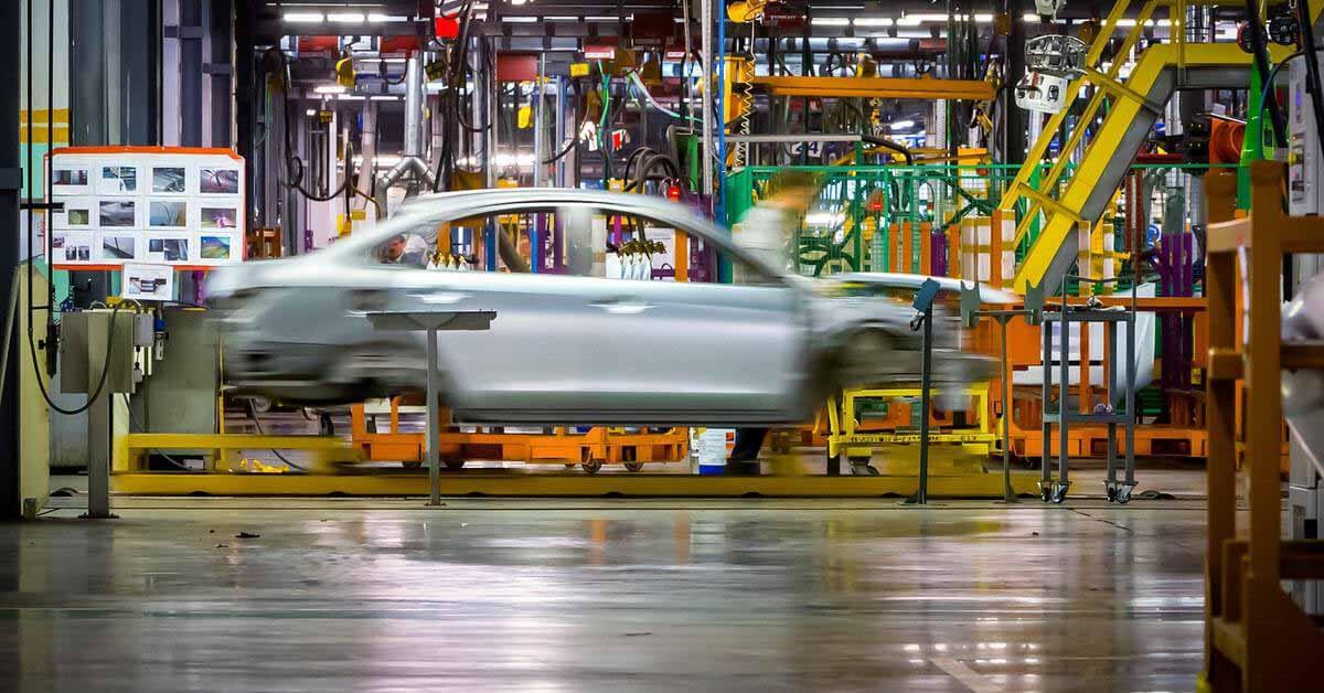 Производство автомобилей в России упало на 20 процентов.  И вот почему - Мотор