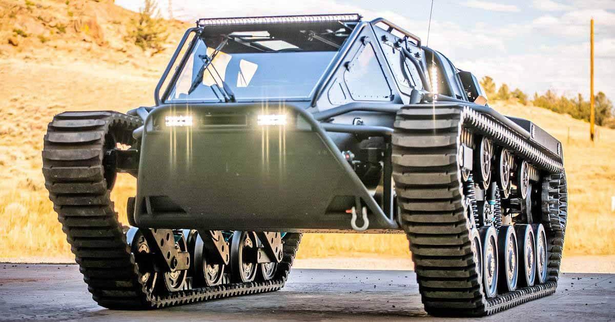 Гусеничный «танк» с 800-сильным двигателем уйдет с аукциона за 30 миллионов рублей.
