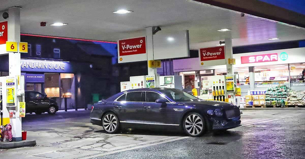 Bentley Криштиану Роналду остался без бензина после семи часов ожидания на заправке