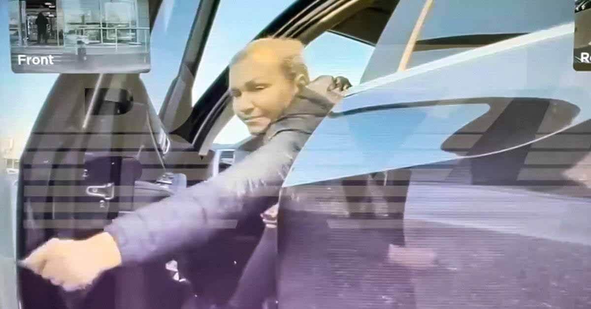Москвич на BMW поцарапал Tesla и попал в объектив камеры электромобиля - Motor