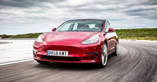 Подержанные автомобили Tesla продаются дороже новых в США - Motor