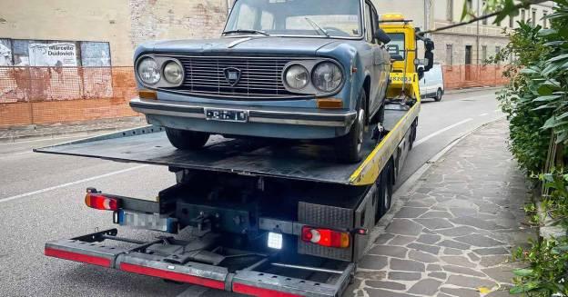 Lancia Fulvia, простоявшая на одном месте почти полвека, была эвакуирована в Италию - Motor