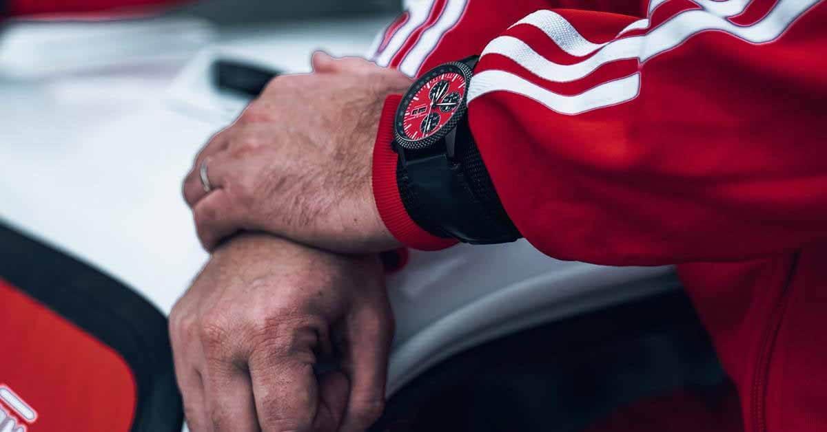 Швейцарцы выпустили часы в честь возвращения Lada Niva на Дакар - Motor