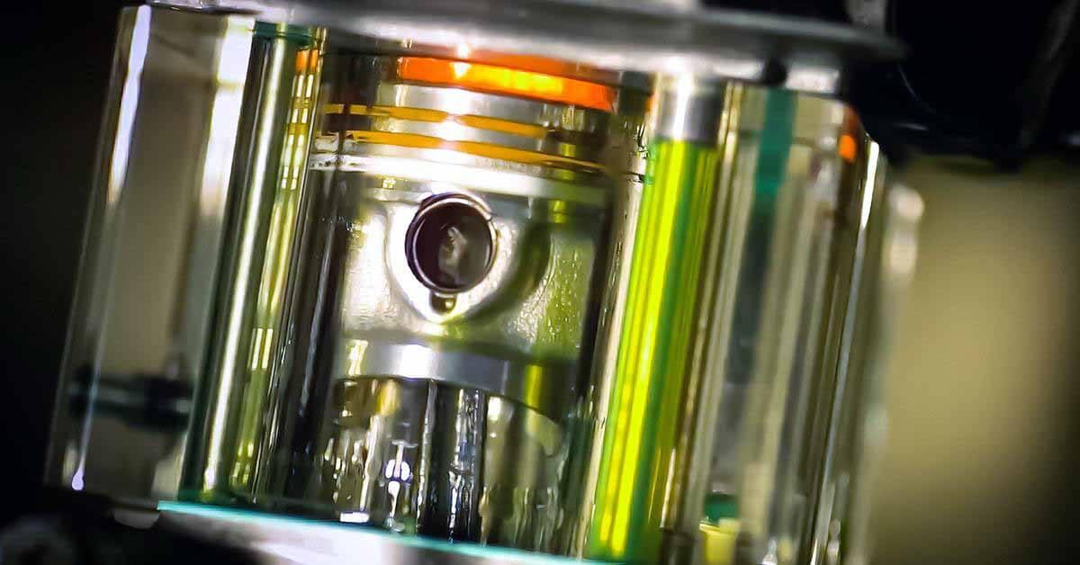 посмотреть, как работает двигатель внутреннего сгорания изнутри в замедленной съемке - Мотор