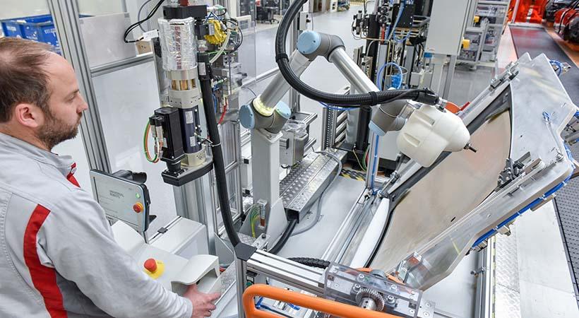 Robot humano, la nueva herramienta de trabajo de Audi