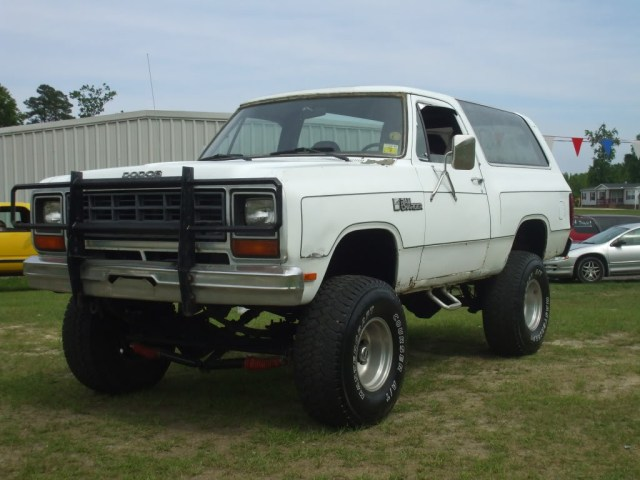Dodge Ramcharger1