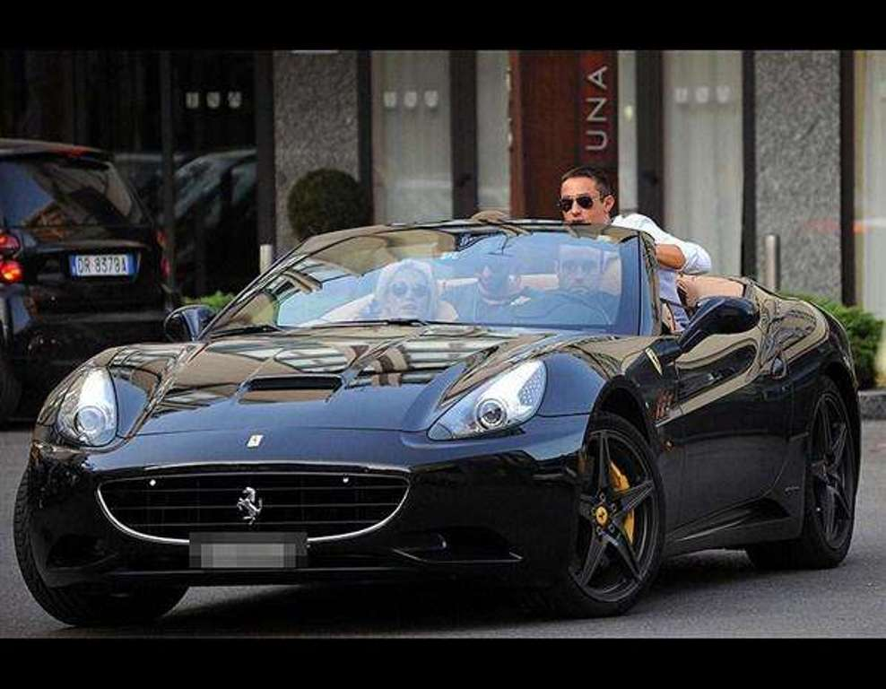Who Owns Range Rover >> 10 Richest Celebrities That Own A Ferrari Car