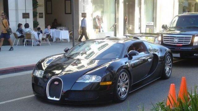 black-bugatti-veyron-1
