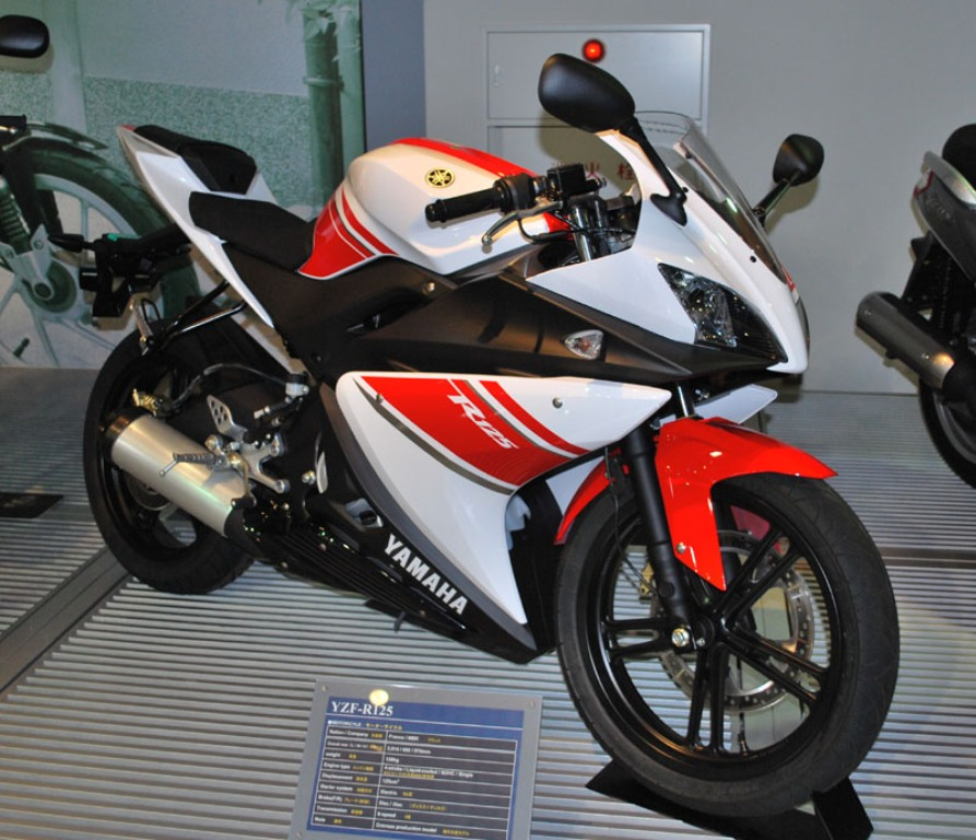 Amazing features of top 7 fastest bikes in the world for Yamaha r1 top speed