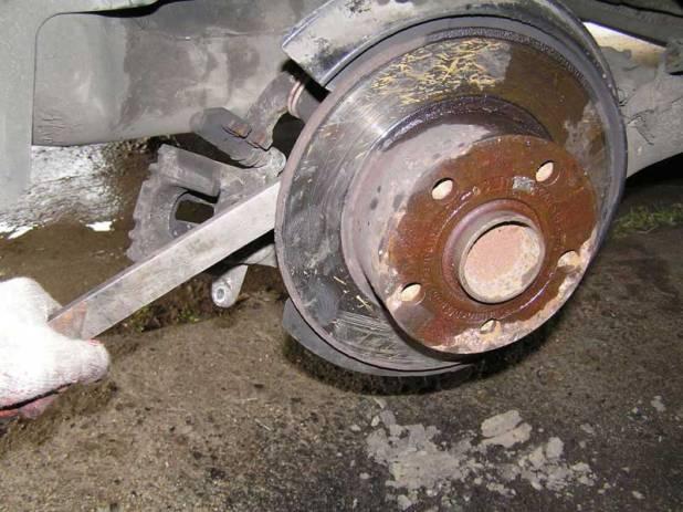 снимаем тормозной диск со ступицы