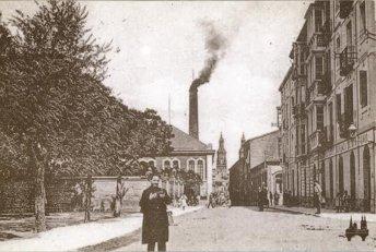 Postal de Logroño, con la fábrica de tabacos al fondo, en una postal de finales del siglo XIX o principios del XX.