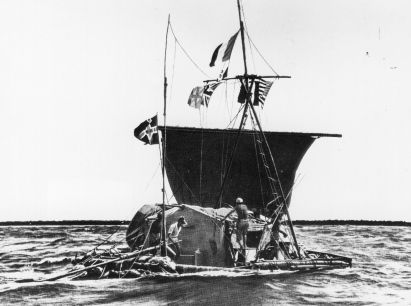 1947: Norwegian ethnologist Thor Heyerdahl (1914 - 2002) and his balsa raft 'KonTiki' crossing the Pacific Ocean on his drifting expedition from Peru to Polynesia. (Photo by Keystone/Getty Images)