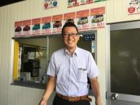堺市中区で車販売・板金塗装・車検を提供するAUTOSHOPSYAKSのセールスマネージャー 下永