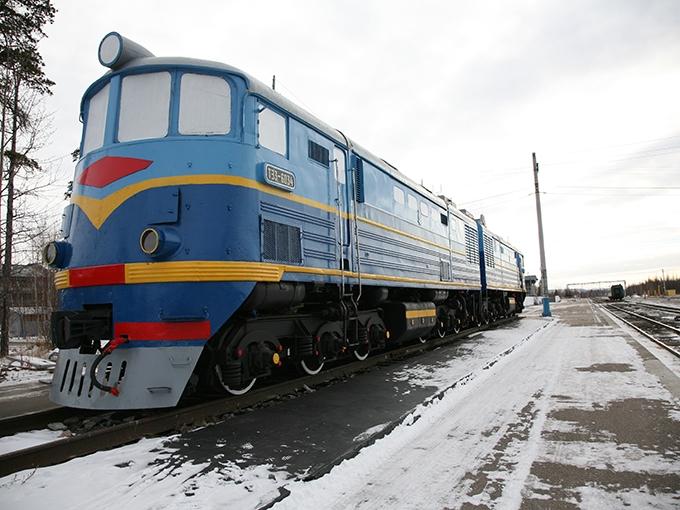 Магистральный грузовой тепловоз ТЭ3 (1953-1973), вставший на вечную стоянку на станции Новая Чара, вошел в историю как могильщик мощных паровозов в СССР, но в суровых условиях БАМа надежность самого ветерана оставляла желать много лучшего