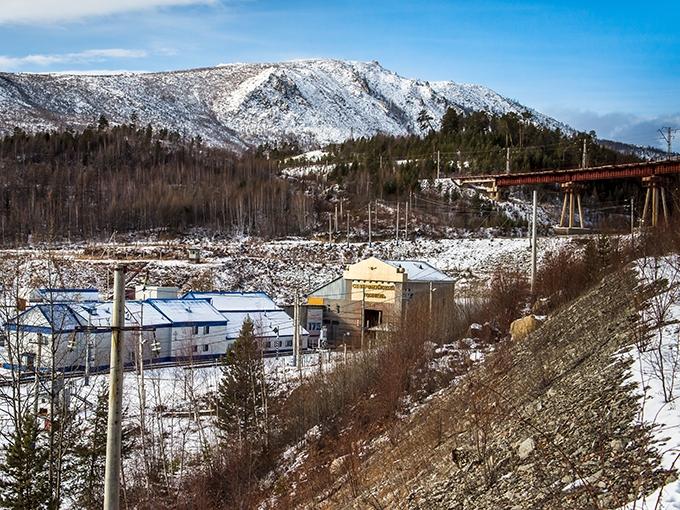 Крайне сложная гидрогеология, а затем распад СССР растянули прокладку более чем 15-километрового Северо-Муйского тоннеля на долгих 26 лет