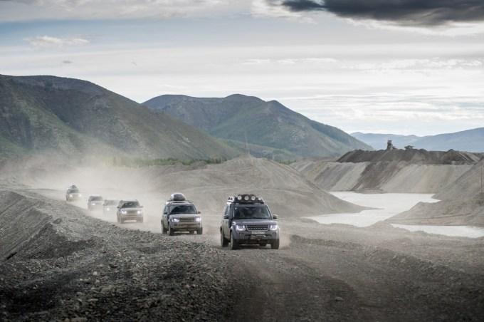 Колонна Land Rover