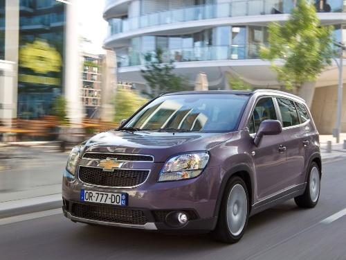 Вид Chevrolet Orlando спереди