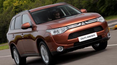 Новый Mitsubishi Outlander XL 3.0 Ultimate на дороге