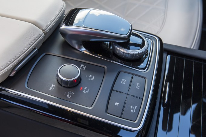 При рестайлинге GL менеджеры Daimler перешли на новое обозначение, теперь модель называется Mercedes-Benz GLS